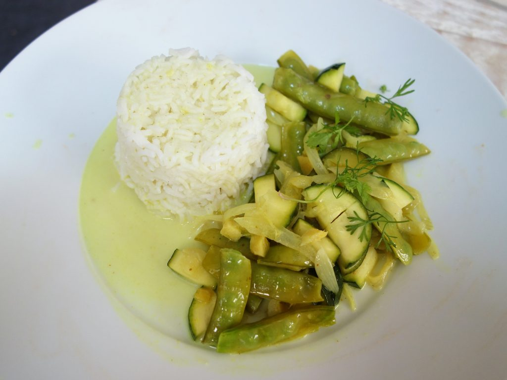 pois gourmands et courgette au curry